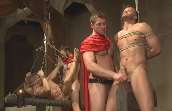 секс в жопу с гладиаторами спермой лице